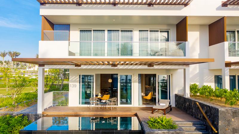 Biệt thự được thiết kế với phong cách tối giản nhưng không kém phần sang trọng